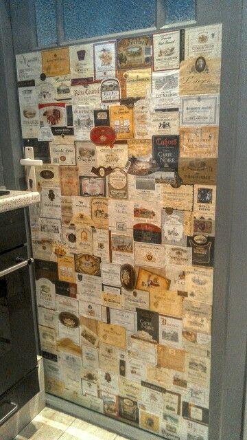 Wijn etiketten deur