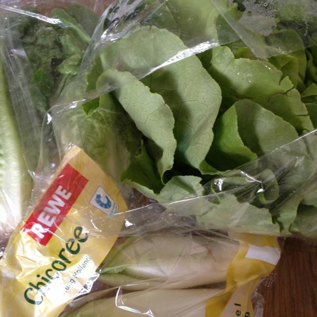 5.) isst du grade eine tüte nach der anderen von? Salat! In allen Variationen und das seit 4 Wochen. Salat und Gemüse.
