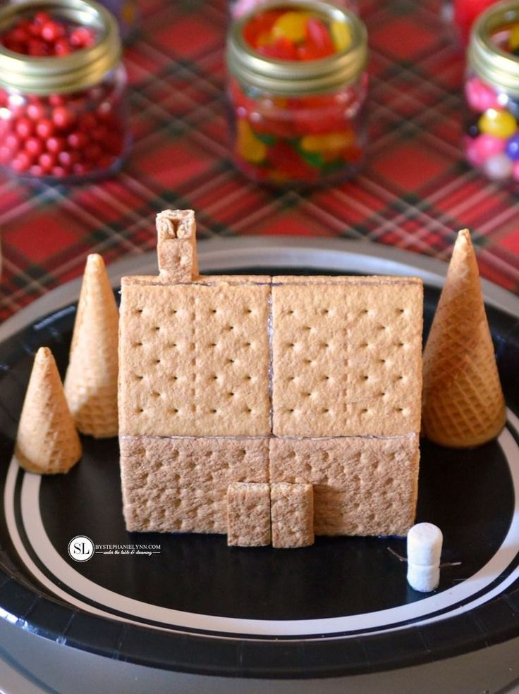 How to Make a aGraham Cracker Gingerbread House #snackpackmixins