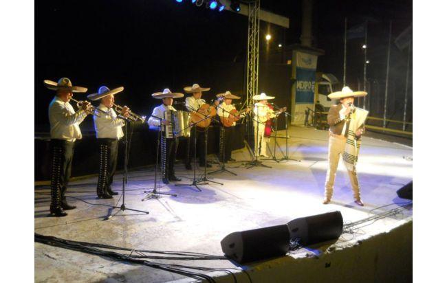 Mariachis para tus fiestas de fin de año en Santiago de Chile calidad y buen servicio.Fonos: 83262332 / 61350140 / 22715155