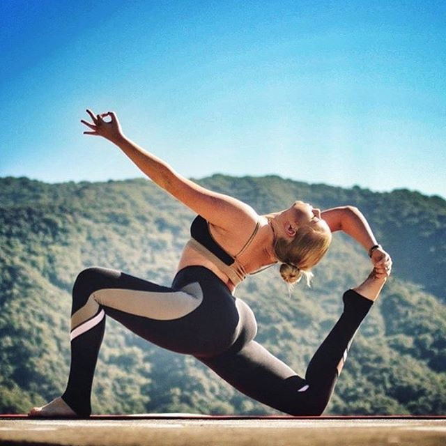 """""""Inner stillness is the key to outer strength."""" - Jared Brock. @KristenPro is featured in the Trace 2 Bra & Elevate Legging. #aloyoga #beagoddess"""