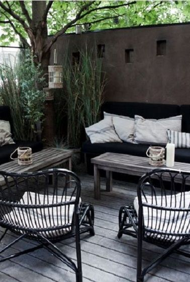 petite terrasse en bois et meuble rotin f r hemmet id er och inspiration. Black Bedroom Furniture Sets. Home Design Ideas