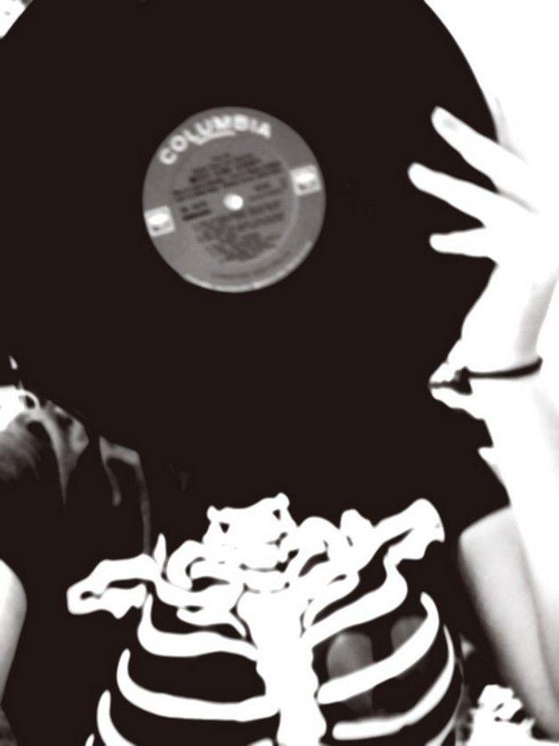 Vinyl Records  https://www.facebook.com/pages/Art-of-street/144938735644793?fref=ts