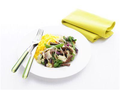 MAGGI > Recept > Runderreepjes met gele rijst en Oosterse wokgroenten