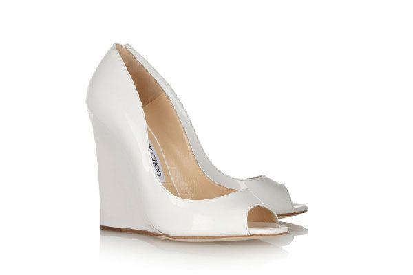 Si la boda será en un jardín o en la playa entonces elige unos zapatos de novia tipo wedge o de tacón corrido. También las alpargatas funcionan a la perfección en este tipo de bodas #bodas #elblogdemaríajosé #zapatosnovia