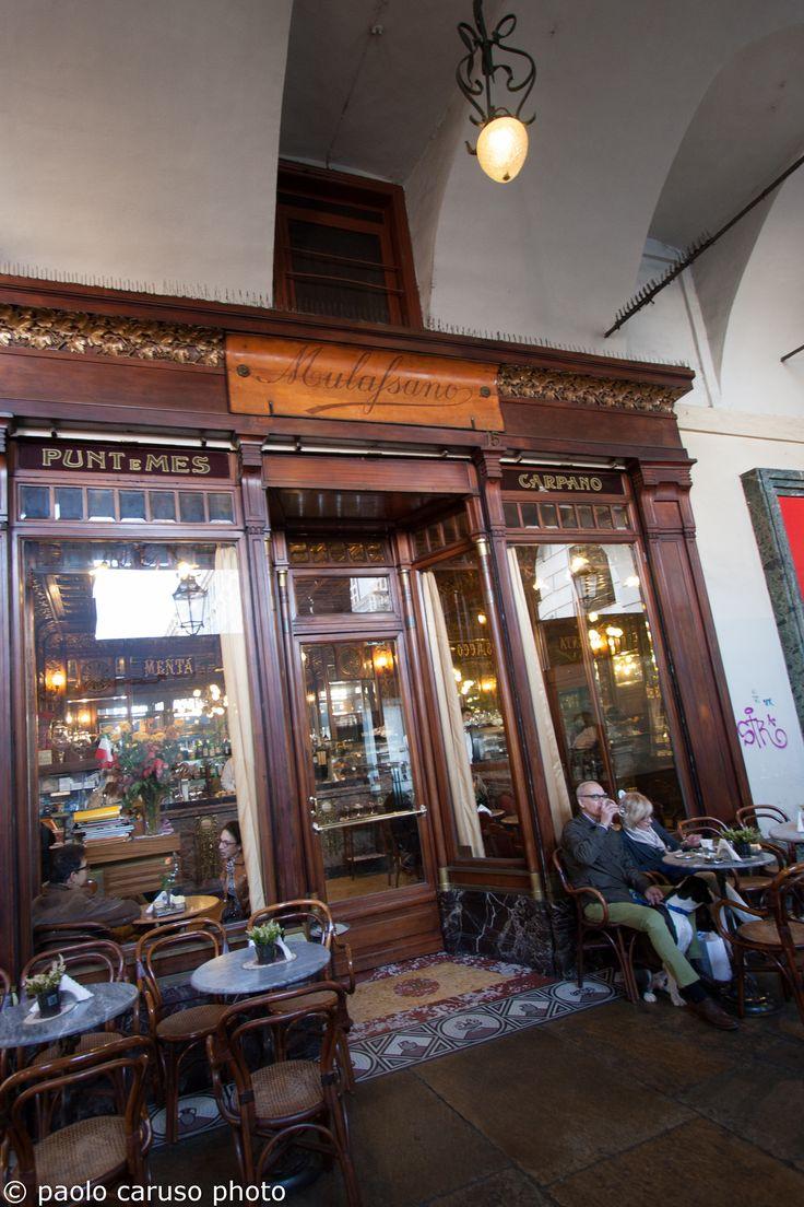 concedersi una piacevole sosta in uno del #locali #storici del centro di #Torino per gustare le specialità dal #cioccolato all #aperitivo