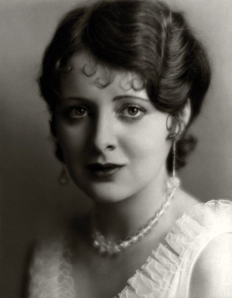 """I used to read the reviews of the pictures in which I had played, hoping some kind critic would perhaps discover me. But all they ever said was 'Billie Dove was satisfactory in' … or 'Billie Dove was seen in the role' … Exasperating, wouldn't you think?"" — Billie Dove in 1928. (Bizarre Los Angeles)"