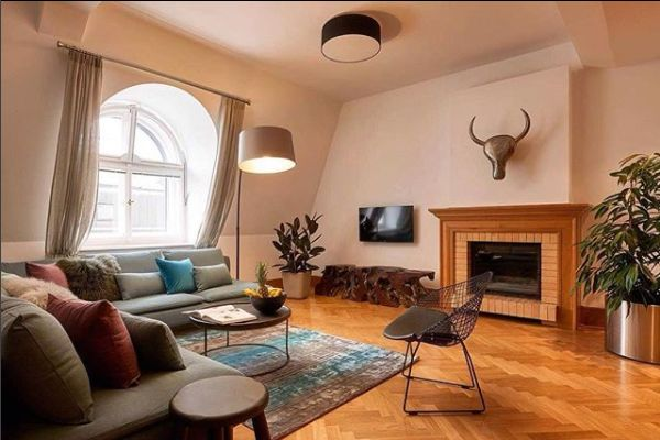 Interior design enthusiasts will be blown away by our beautifully designed homes. We love how the industrial quality of this statement metal chair and stag head are softened by warm, pink hues in 'Nostalgic Melody', one of our apartments in Budapest. Be inspired on your next holiday when you stay with #Altovita
