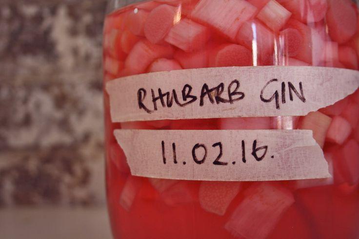 Make Bright pink Rhubarb Gin #rhubarb #gin #pinkgin www.ontheinsideandout.co.uk