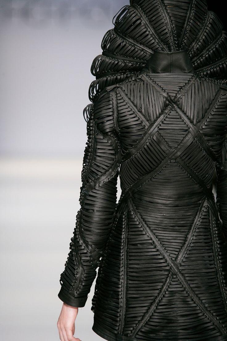 'mummification' - iris van herpen - haute couture 2009 - amsterdam / detail / avant garde