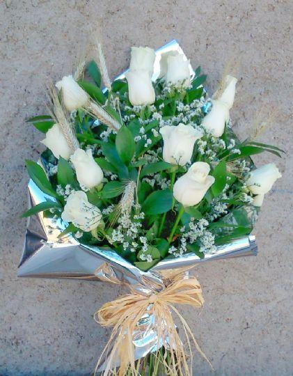 Ramos De Flores Blancos Para Difuntos Envío Al Tanatorio En El Dia Ramos Ramos De Flores Arreglos Florales