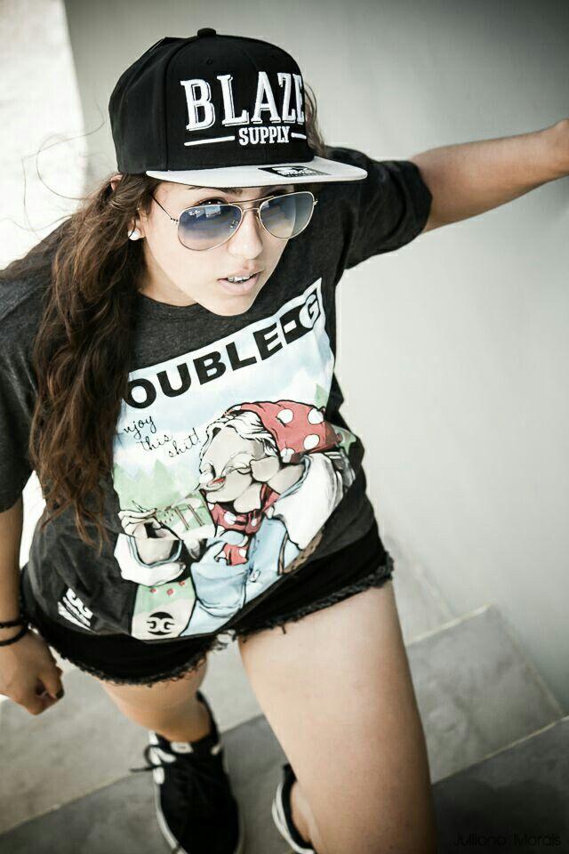 Júlia Prates   Beco Skate Shop