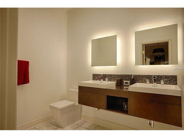 Banheiro do 3º quarto com pias duplas moderno, flutuante e chuveiro