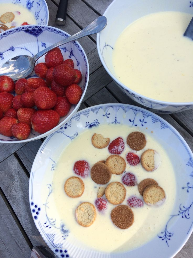 Hjemmelavet koldskål med jordbær fra haven ❤️