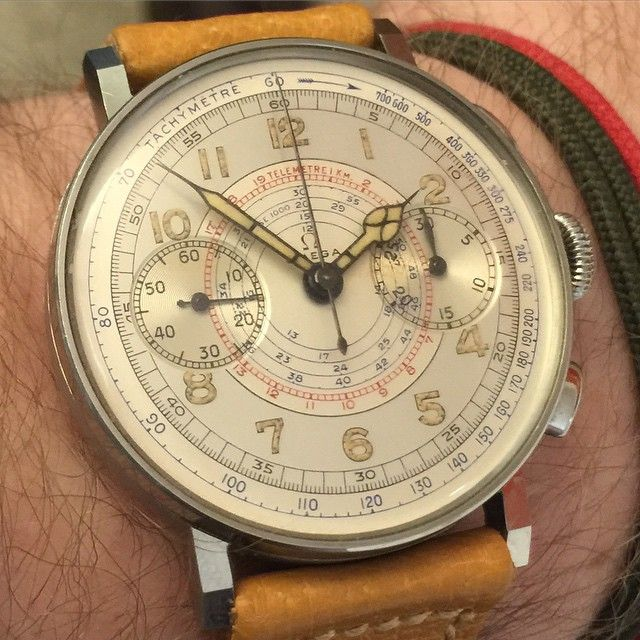 Does it get better than this nearly 75 years old Omega chronograh with silver two tone dial and luminous arabic numerals which looks that he has left the Omega factory in Bienne just yesterday? #omega #chronograph #steel #two #tone #dial #cal.33.3 #vintageomega #vintagechronograph #vintagewristwatch #rare #mint #exceptional #bienne #switzerland