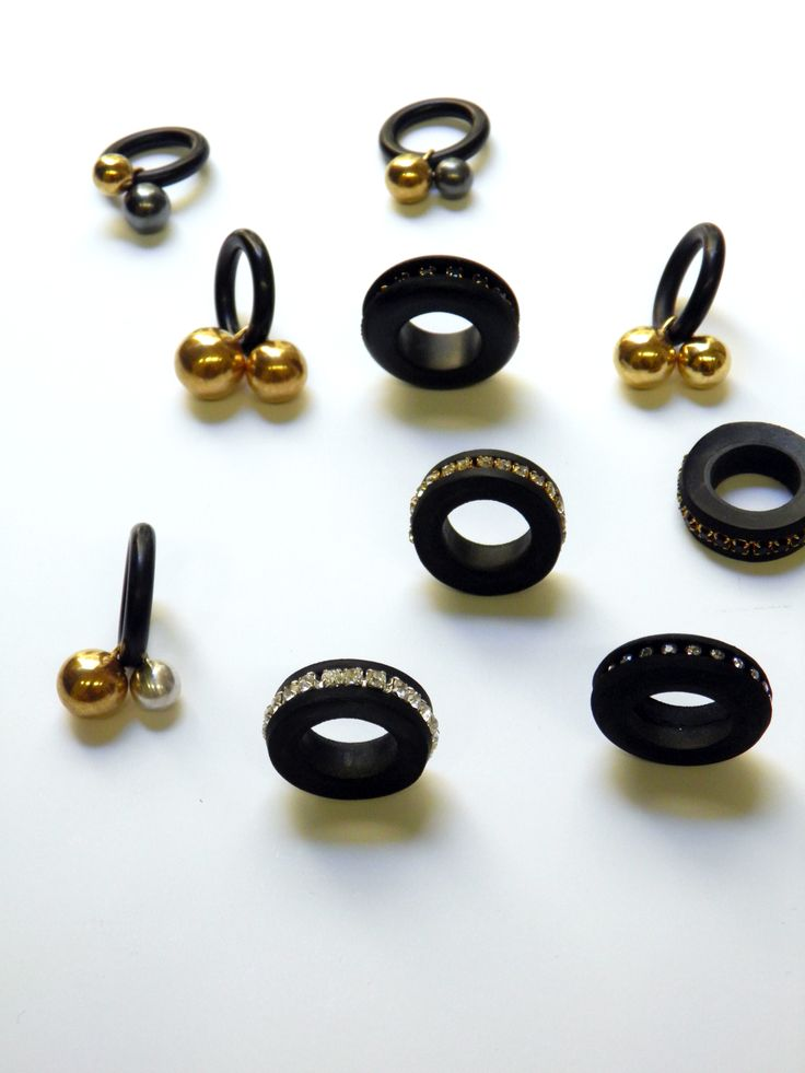 Rings, 2013 black rubber, silver, gold plated and oxidized silver  by Inês Nunes