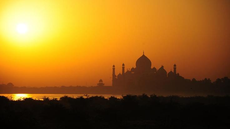 SOLOPPGANG: Er dette verdens mest romantiske bygning? Spør Lonley Planet, som har satt Taj Mahal på lista over verdens vakreste bygninger. Foto: Gerard McGovern / Creative Commons / CC BY 2.0