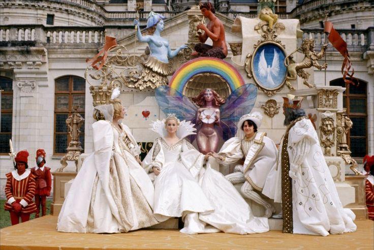 """""""Peau d'âne"""" - Avec Micheline Presle, Jacques Perrin, Delphine Seyrig, Fernand Ledoux, Catherine Deneuve, Jean Marais -  film de Jacques Demy - 1970"""