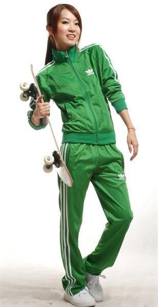Зелёные спортивные костюмы адидас