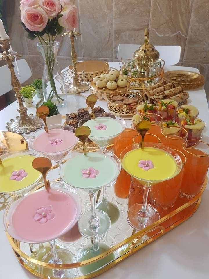 Pin By Sihem Lakhdar On فن تقديم الطعام In 2021 Tiered Cake Stand Tiered Cakes Cake Stand