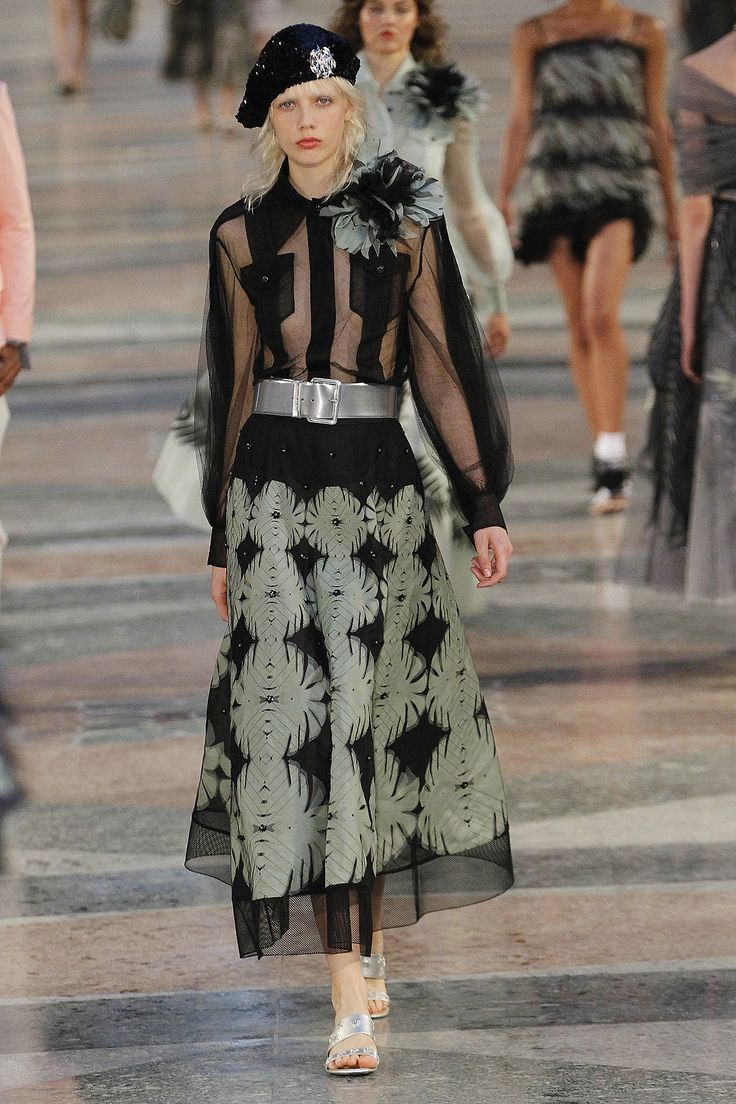 Karl Lagerfeld took his Chanel girls to Cuba! Click to see the rest of his Chanel Resort collection.