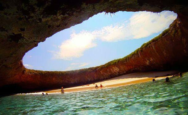 Os 24 lugares mais incríveis e surreais que existem no planeta Terra - Praia Escondida das Ilhas Marietas – Localização: Puerta Vallarta, México