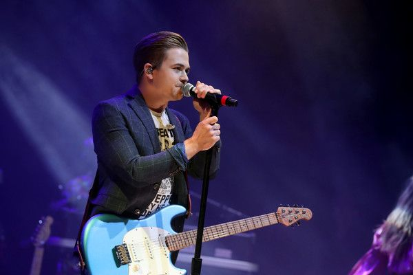 Hunter Hayes Photos Photos - Singer-songwriter Hunter Hayes performs onstage during the Nashville Disco Party Benefiting Alzheimer's Association on June 4, 2017 in Nashville, Tennessee. - Nashville Disco Party Benefiting Alzheimer's Association