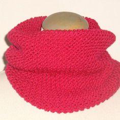 Snood (col écharpe/tour de cou) rose foncé, tricoté main, pour femme