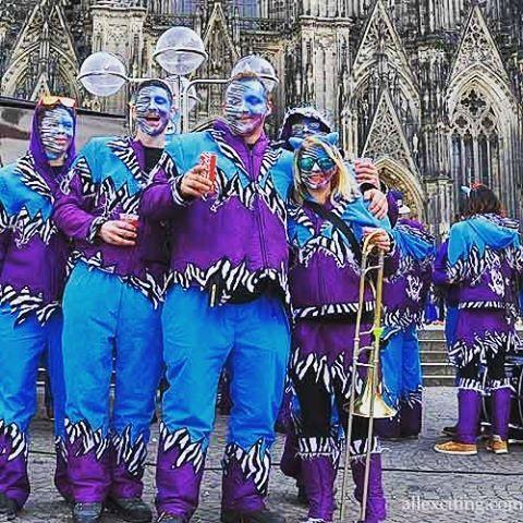 Carnaval de Cologne. Nous avions une visite de quatre jours à Cologne pour le Carnaval. et il était un peu vraiment amusant. Grande ville et belle # :) personnes köln #Koeln #carnival #cologne #visitgermany #visitkoeln #visitcologne #lovecologne