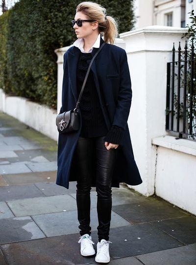 Stan Smith + slim en cuir noir + pardessus bleu marine = le bon look du moment ! @valeriemousseau