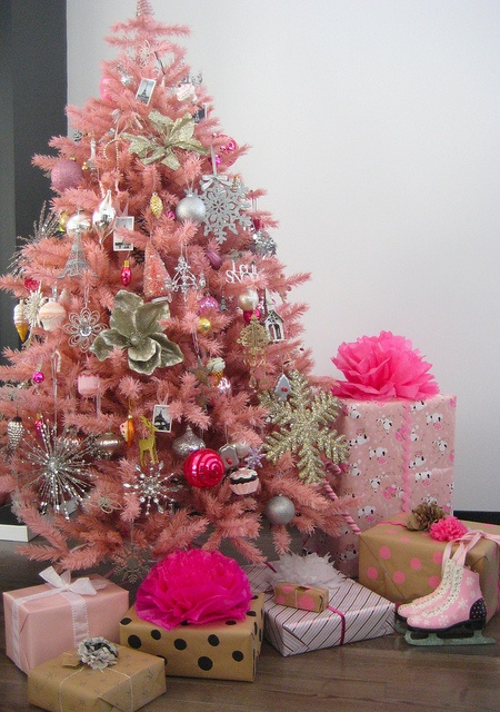 a pink christmas tree - Small Pink Christmas Tree