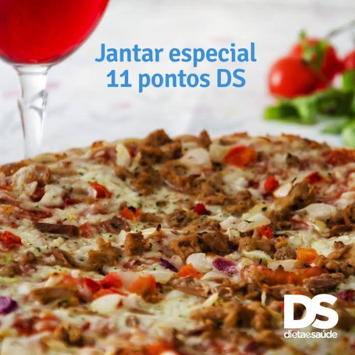Nossa sugestão pra quem acha que o jantar de sábado tem que ser especial:  salada com mix de folhas verdes: 0 PontosDS 2 fatias de pizza de atum: 4 Pontos DS cada fatia 1 taça de vinho tinto suave: 3 Pontos DS