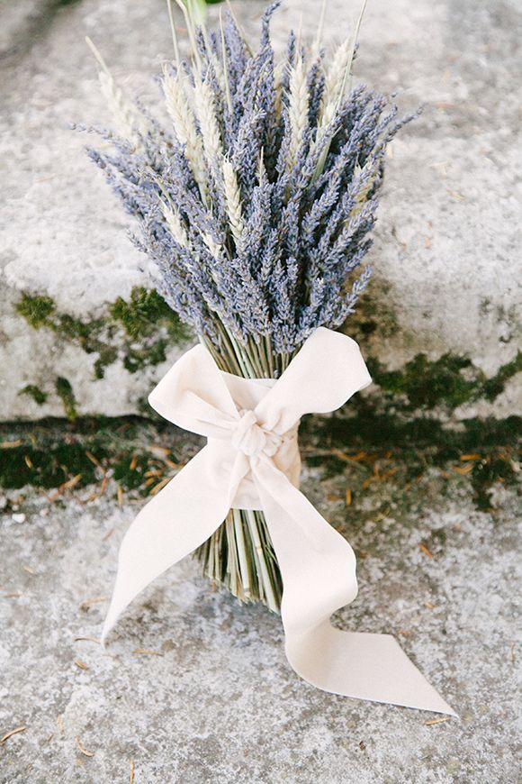 lavender and wheat bouquet | Romantic wedding inspiration by Izzie Rae