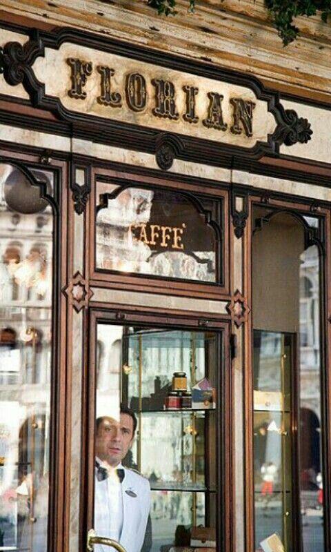 Café Florian Venecia. .Se inauguró en 1720 con una preciosa decoración. A lo largo de la historia, Goethe, Hemingway, Mark Twain, Marcel Proust, Thomas Mann,y nombres como Giuseppe Verdi disfrutaron aquí