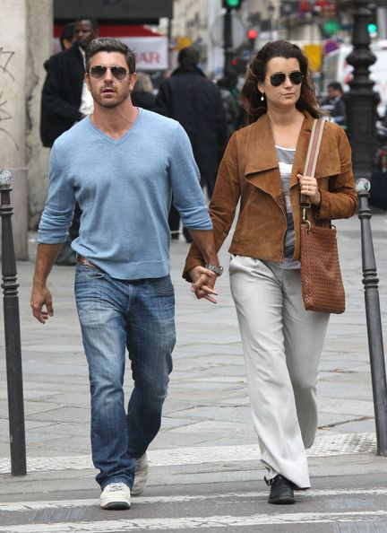 Cote de Pablo takes a romantic stroll with her boyfriend Diego Serrano through Paris, France on May 9, 2012.