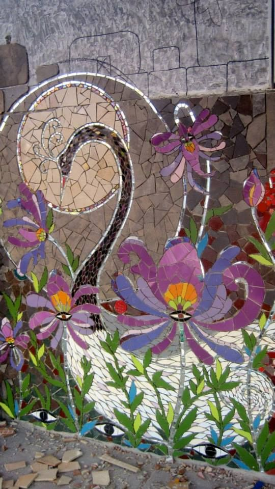 Gorgeous mosaic floral mural...  Laurel True, Chile 2014