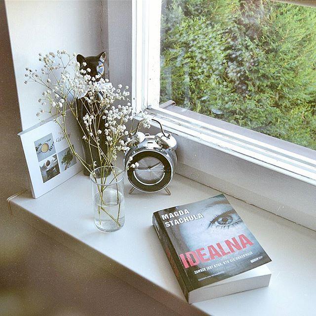 """Jestem w połowie czytania """"Idealnej"""" Magdy Stachuli i jak na razie tytuł adekwatny do mojej oceny 😉 Premiera książki już 17 sierpnia, zapiszcie ten tytuł na liście pt. """"podobno wciągająca, muszę przeczytać"""" 😊 #stachula #niemogesieoderwac"""