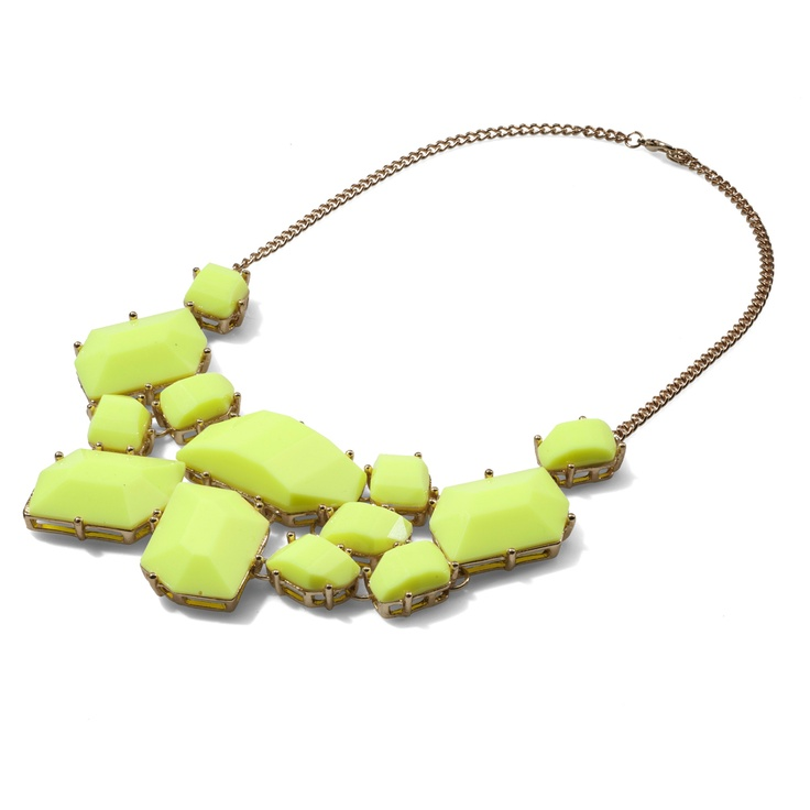 This necklace combines with skirt,which I repinned,and I can also wear it with grey londsleeve and jeans