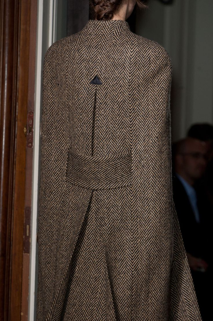 Valentino at Couture Fall 2013 - StyleBistro    I adored this arrow finish on an inverted pleate in a previous fashion evolution and I adore it just as much on the current trend!  Hand or machine stitch!