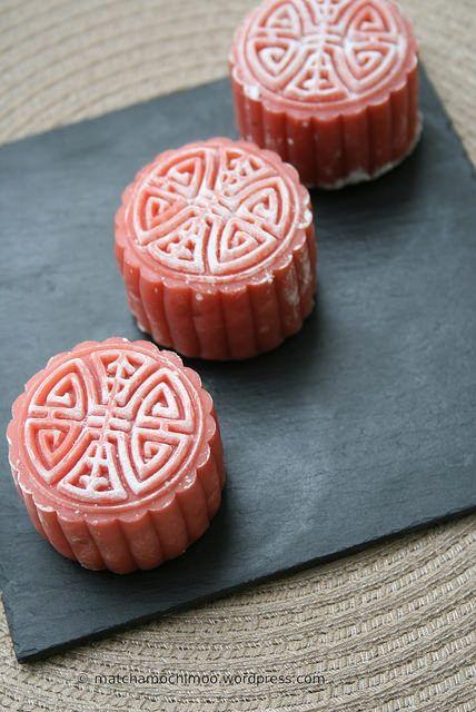 Vegan Fresh Beet Snow Skin Mooncake with Black Bean paste ~ 紅菜頭,黑豆冰皮月餅(低糖)…