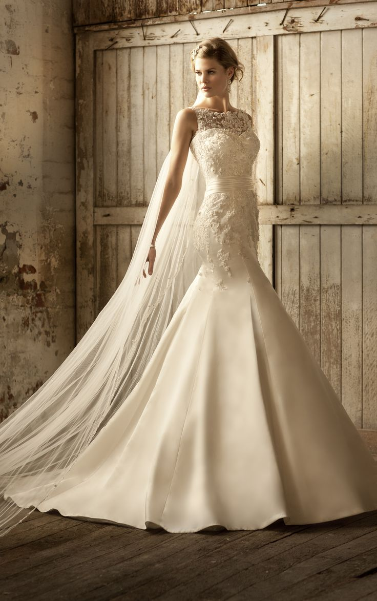 Wedding dress ~ Essense of Australia