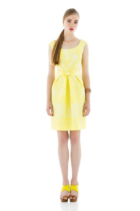 Laura Bernal vestido amarillo