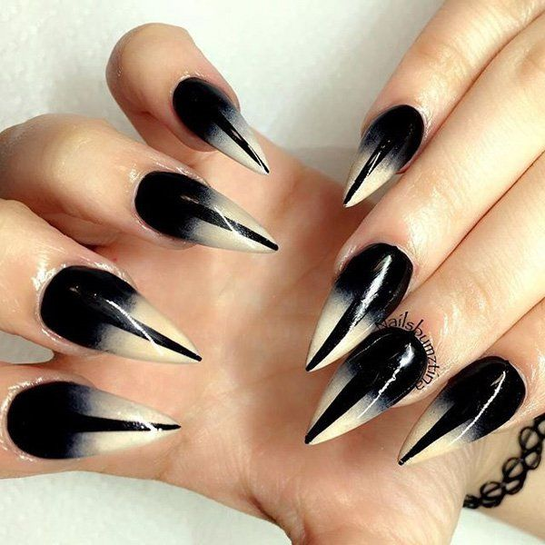 Black and white gradient nail art design. Start to play with the gradient design and come up with unique designs as this.