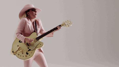 Леди Гага и ее розовая шляпа