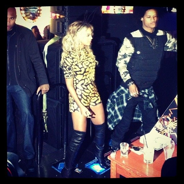 [Photos] Beyonce Celebrates Album Release with Drake, J. Cole & More in NYC - http://getmybuzzup.com/wp-content/uploads/2013/12/beyonce-9-600x600.jpg- http://getmybuzzup.com/beyonce-celebrates-album-release/-  Beyonce Celebrates Album Release ByAmber B It was all work andnoall play for Beyonce in New York last night. Following her concert at Brooklyn's Barclays Center, Mrs. Carter threw a private party at Dave & Buster's in New York to celebrate the release of h
