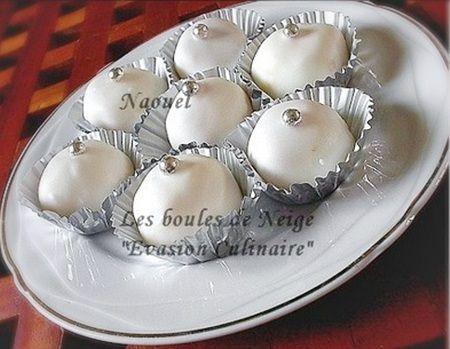 Boules noix de coco Bientôt l'Aid! Voici une pâtisserie algérienne sans gluten des boules de noix de coco enrobées de glaçage blanc et parfumées au citron, un pur moment de gourmandise. Elle ressemble à la recette du gâteau algérien mkhabez à la noix...