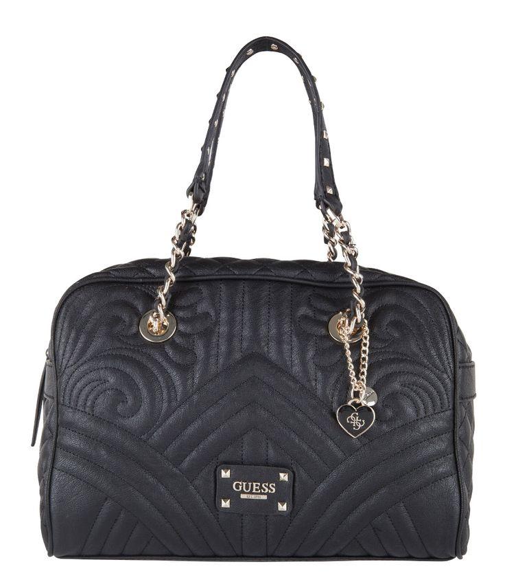 De Box Satchel Bag van Guess uit de Quilting Rose collectie is een elegante schoudertas. De tas is uitgevoerd in PU-leer en afgewerkt met bijzonder doorgestikt patroon.