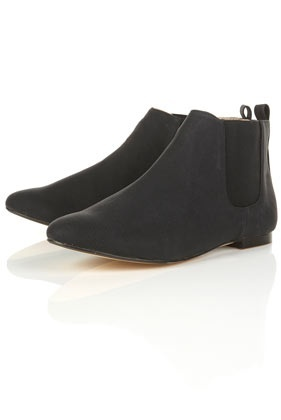 Fall must have: LOW-HEELED BOOTIE. these pull on boots are great with skinny jeans.: Shoes, Ankles 36, Style, Chelsea Ankles, Low Heeled Bootie, Black Chelsea, 2012 Fall, Boots