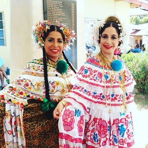 """El día de ayer fue el Día Nacional de la Pollera Que orgullo ser Panameña y lucir la pollera! . """"En el baul de la abuela, la pollera está guardada, limpia y bien conservada con tomillo y canela... muy conocida es la tela de esta prenda, en mi opinión, ya sea de coco o linón de clarín o estopilla a la mujer más sencilla le da gracia y distinción. """"  tomado de : Poesia La Clasica Pollera .  por Brunilda Lopez Broce #azuero #santiago #pollerasdepanama #latepost #dianacionaldelapollera"""