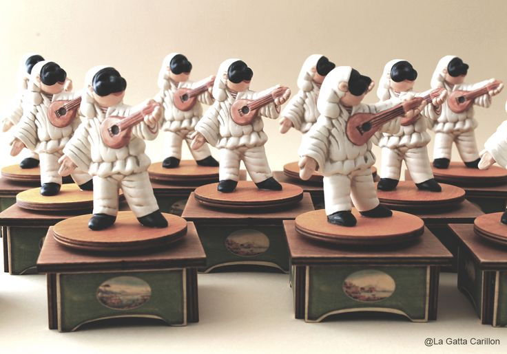 Wooden music box - hand painted. Pulcinella is in ceramic.